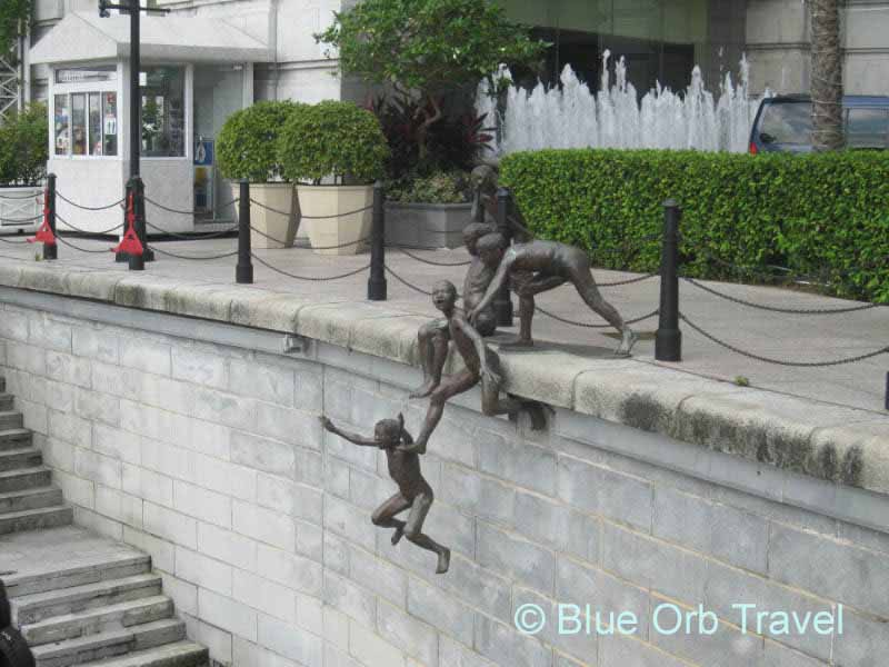 'First Generation' Bronze Statue on the Singapore River