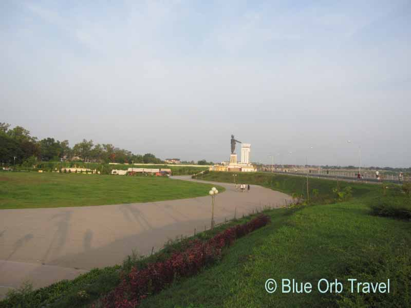 The Mekong River Promenade with King Chao Anouvong Statue